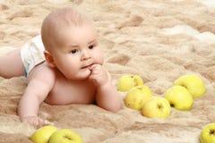 αγοράκι μήλων λίγα Στοκ φωτογραφία με δικαίωμα ελεύθερης χρήσης