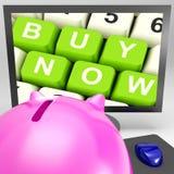 Αγοράστε τώρα τα κλειδιά στο όργανο ελέγχου που παρουσιάζει ηλεκτρονικό εμπόριο στοκ εικόνα με δικαίωμα ελεύθερης χρήσης