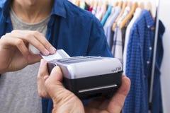 Αγορά με την πιστωτική κάρτα στοκ φωτογραφίες