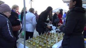 Αγορά πετρελαίου μυρωδιών προμηθευτών απόθεμα βίντεο