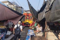 Αγορά ραγών Meklong στην Ταϊλάνδη, Μπανγκόκ στοκ εικόνα