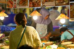 Αγορά τροφίμων νύχτας Στοκ Εικόνες
