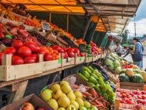 Αγορά των λαχανικών στην αγορά αγροτών Ρωσία Γκάτσινα Φθινόπωρο 2017 Στοκ εικόνα με δικαίωμα ελεύθερης χρήσης