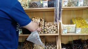 Αγορά των ξύλων καρυδιάς απόθεμα βίντεο