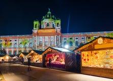 Αγορά Χριστουγέννων κοντά στο τέταρτο μουσείων στη Βιέννη Αυστρία στοκ εικόνες