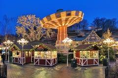 Αγορά Χριστουγέννων με το ιπποδρόμιο στο πάρκο Liseberg στο Γκέτεμπουργκ Στοκ Εικόνα
