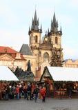 Αγορά Χριστουγέννων στην παλαιά πλατεία της πόλης στην Πράγα Στοκ Εικόνες