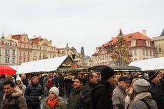 Αγορά Χριστουγέννων στην παλαιά πλατεία της πόλης στην Πράγα Στοκ φωτογραφία με δικαίωμα ελεύθερης χρήσης