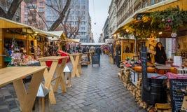 Αγορά Χριστουγέννων στην πλατεία Jokai στη Βουδαπέστη Στοκ Εικόνες