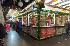 Αγορά Χριστουγέννων στην πλατεία Vorosmarty στη Βουδαπέστη, Ουγγαρία Στοκ φωτογραφία με δικαίωμα ελεύθερης χρήσης