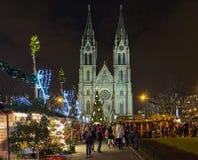 Αγορά Χριστουγέννων στο τετράγωνο ειρήνης μπροστά από την εκκλησία του ST Ludmila στην Πράγα, Δημοκρατία της Τσεχίας στοκ εικόνα με δικαίωμα ελεύθερης χρήσης