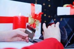 Αγορά on-line από την κάρτα Στοκ εικόνα με δικαίωμα ελεύθερης χρήσης