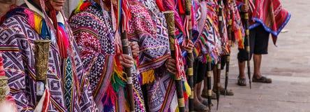 Αγορά Pisac, Folkloristic περουβιανό poncho, Περού στοκ φωτογραφία