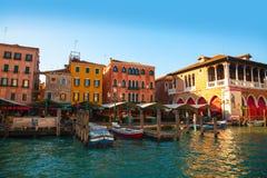 Αγορά Rialto στη Βενετία, Ιταλία όπως βλέπει από το μεγάλο κανάλι Στοκ φωτογραφίες με δικαίωμα ελεύθερης χρήσης