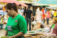 Αγορές ανθρώπων στοκ εικόνα με δικαίωμα ελεύθερης χρήσης