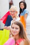 Αγορές γυναικών Στοκ φωτογραφία με δικαίωμα ελεύθερης χρήσης