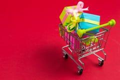αγορές δώρων κάρρων Στοκ Εικόνες
