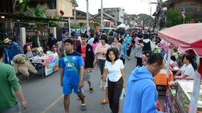 Αγορές και ταξίδι ανθρώπων στην αγορά οδών περπατήματος Kad Kong Koa ή Kad Pranon φιλμ μικρού μήκους