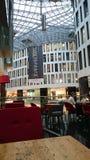 αγορές κεντρικών εσωτερικές λεωφόρων Στοκ φωτογραφία με δικαίωμα ελεύθερης χρήσης