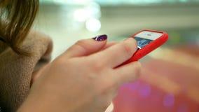 Αγορές κινηματογραφήσεων σε πρώτο πλάνο Smartphone απόθεμα βίντεο