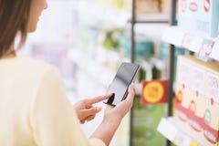 Αγορές κινητό app Στοκ φωτογραφία με δικαίωμα ελεύθερης χρήσης