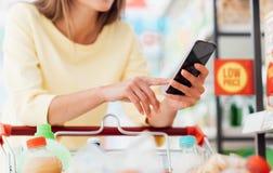 Αγορές κινητό app Στοκ εικόνα με δικαίωμα ελεύθερης χρήσης