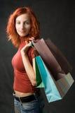 αγορές κοριτσιών τσαντών Στοκ φωτογραφία με δικαίωμα ελεύθερης χρήσης