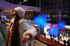 αγορές λεωφόρων κοριτσι Στοκ εικόνες με δικαίωμα ελεύθερης χρήσης