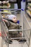 αγορές παιδιών κάρρων Στοκ Εικόνες