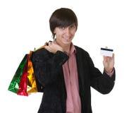 αγορές πιστωτικών ατόμων καρτών τσαντών στοκ φωτογραφία