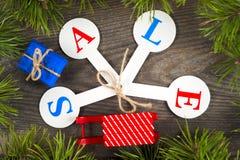 Αγορές πώλησης Χριστουγέννων Κόκκινο σύνολο ελκήθρων των κιβωτίων δώρων Στοκ εικόνα με δικαίωμα ελεύθερης χρήσης