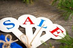 Αγορές πώλησης Χριστουγέννων Κόκκινο σύνολο ελκήθρων των κιβωτίων δώρων Στοκ Εικόνες