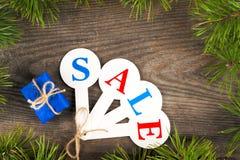 Αγορές πώλησης Χριστουγέννων Κόκκινο σύνολο ελκήθρων των κιβωτίων δώρων Στοκ Φωτογραφία