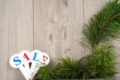 Αγορές πώλησης Χριστουγέννων Κόκκινο σύνολο ελκήθρων των κιβωτίων δώρων Στοκ εικόνες με δικαίωμα ελεύθερης χρήσης