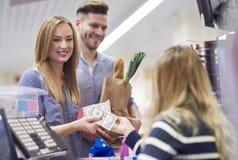 Αγορές στην υπεραγορά Στοκ φωτογραφία με δικαίωμα ελεύθερης χρήσης