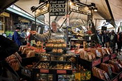 Αγορές τουριστών στους βράχους, Σίδνεϊ Αυστραλία στοκ φωτογραφία