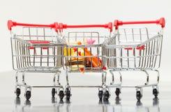 αγορές τροφίμων κάρρων Στοκ φωτογραφία με δικαίωμα ελεύθερης χρήσης