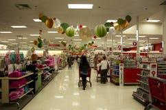 Αγορές Χριστουγέννων διακοσμήσεων διακοπών στόχων superstore Στοκ Εικόνες