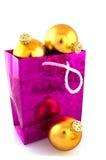 αγορές Χριστουγέννων σφαιρών τσαντών Στοκ Φωτογραφία