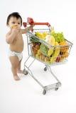 αγορές ωθήσεων κάρρων μωρώ&n Στοκ φωτογραφία με δικαίωμα ελεύθερης χρήσης