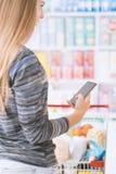 Αγορές apps και παντοπωλείο στοκ εικόνες