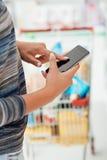 Αγορές apps και παντοπωλείο στοκ φωτογραφία με δικαίωμα ελεύθερης χρήσης