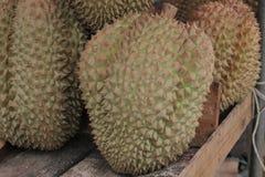 Αγορές Durians στην αγορά Στοκ Φωτογραφίες