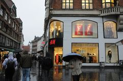 Αγοραστές για την πώληση σε H&M Στοκ Φωτογραφίες