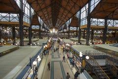 Αγοραστές στην κεντρική αίθουσα Βουδαπέστη Ουγγαρία αγοράς στοκ φωτογραφίες
