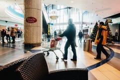 Αγοραστές στη λεωφόρο Plaza ήλιων, Ρουμανία Στοκ Φωτογραφίες