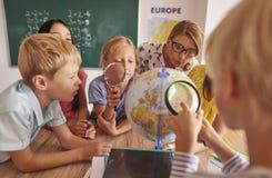 αγοριών στοιχειώδες exellent σχολείο διαδικασίας εκμάθησης κοριτσιών οκνηρό Στοκ Εικόνες