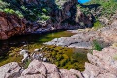 Αγριότητα βουνών δεισιδαιμονίας ιχνών φαραγγιών λίθων στην Αριζόνα Στοκ Εικόνα