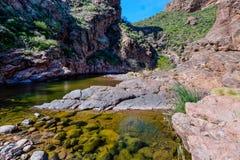 Αγριότητα βουνών δεισιδαιμονίας ιχνών φαραγγιών λίθων στην Αριζόνα Στοκ εικόνες με δικαίωμα ελεύθερης χρήσης