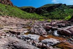 Αγριότητα βουνών δεισιδαιμονίας ιχνών φαραγγιών λίθων στην Αριζόνα Στοκ εικόνα με δικαίωμα ελεύθερης χρήσης